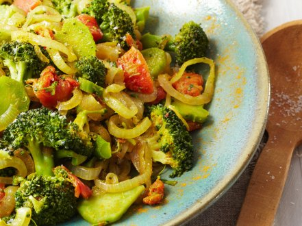 2012-r-xl-broccoli-with-turmeric-and-tomatoes.jpg